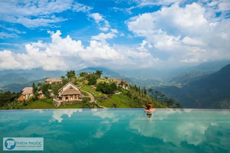 Ngắm vẻ đẹp hút hồn của hồ bơi vô cực trong chuyến du lịch Sapa