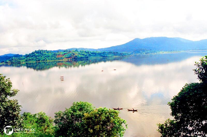 Hồ Lắk – Vẻ đẹp quyến rũ say đắm lòng người
