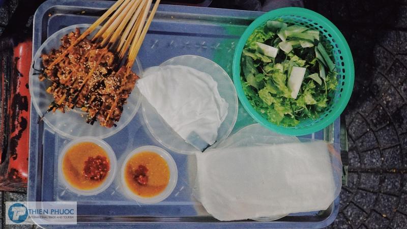 Đặc sản Bánh ướt cuốn thịt nướng ở Hội An